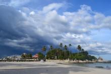 3 Pantai Terbaik Untuk Liburan Singkat di Pulau Bangka